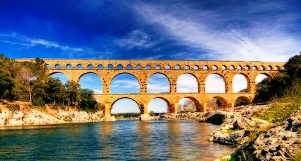 Go languedoc information on the pont du gard south france for Best places to stay in south of france