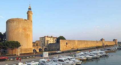 aigues mortes interesting places in france