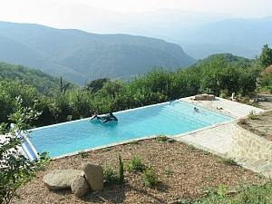 Holiday_cottage_in_france_pool